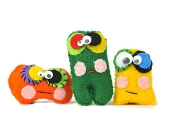 Cute Halloween mini monsters set of 3 | Plush kids charm cuddly toys. Novelty Halloween Gifts | Fun Zombie Kids mini dolls party favor toys