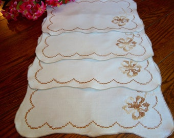 Linen Placemats Set of Four Floral Embroidery Vintage Table Linens