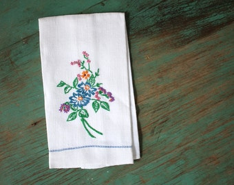 Wild Flowers Embroidered Hand Towel, Vintage Linens, Embroidered Linens, Vintage Embroidered Linens