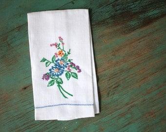 Wild Flowers Embroidered Hand Towel, Vintage Linens, Embroidered Linens, Vintage Embroidered Linens