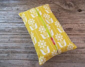 Kleenex travel tissue case in yellow and white flower fabric , pocket tissue holder, travel tissue, kleenex case in yellow, small gift