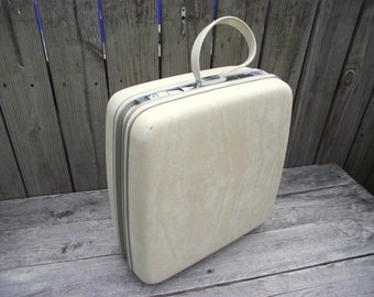 Luggage Suitcase Samsonite Marbled WHITE Square Silhouette  - American Retro - Wedding Honeymoon - with KEY - Train Case - Weekender
