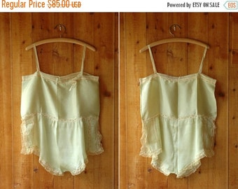 JULY SALE / vintage 1920s lingerie / 20s green silk and lace step-in chemise / size medium large
