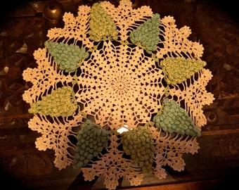 AMaZING 1940s vintage lace AQUA GRAPES DOILY doilie handmade 14inch
