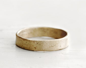 Mens gold wedding band. 18k. Lou