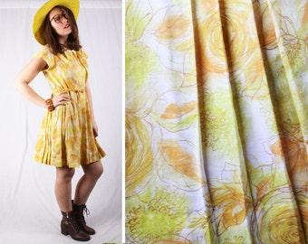 Vintage 1960s Gold & Yellow Dandelion Floral Pleated Summer Dress / Size Medium