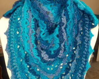 Crocheted shawlette