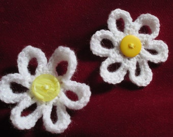 NEW daisy flower pin brooch corsage pearlescent white with yellow button centre
