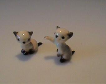 Two vintage miniature Hagen Renaker Siamese playful kittens