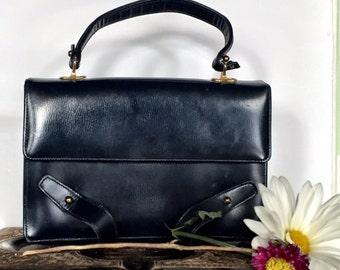 SUMMER SWOON CLEARANCE! Leather Accordion Purse. Vintage 60's Handbag.  Top handle bag