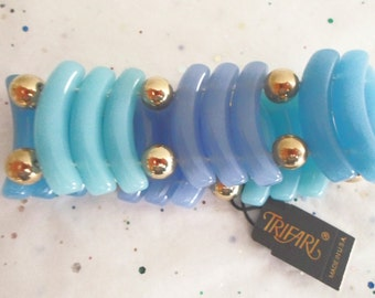 Retro Vintage Blue Signed Trifari Thermoset Lucite Stretch Bracelet