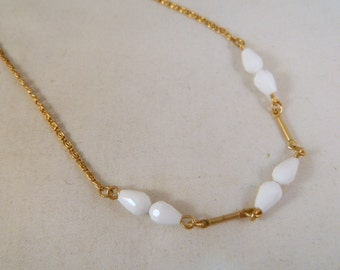 Vintage 1970s Sarah Coventry White Bead Gold Necklace / Goldtone and White Bead Necklace / New Old Stock Never Been Worn Jewelry