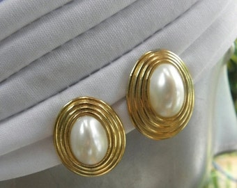 20%OFF Awesome Oval Gold Domed Framed Pearl Earrings, 80's, Goldtone, Clip