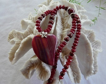 21 Inch Red Agate Stylized Heart Pendant Necklace with Earrings