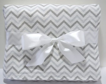 Gray chevron blanket - flannel baby blanket - baby boy blankets - chevron crib bedding - grey chevron receiving blanket - cot blanket -