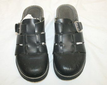 Size 7 Leather Clogs,womens size 7 shoe,size 7 shoes,size 7 clogs,wood heel sandals,wood heel clog,leather sandals women