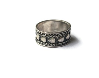 Vintage Hearts Band Ring