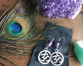 UNIVERSE om silver metal charm dangle earrings with real green amethyst stone chips