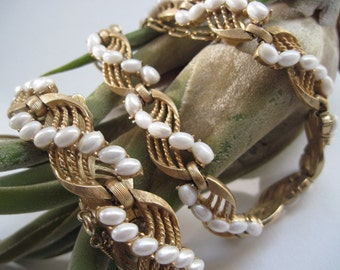 Vintage Trifari Gold tone and Faux Pearl Necklace and Bracelet Set