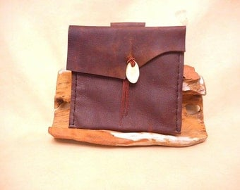 Pouch-Belt-Kodiak Leather-Deer Horn Button