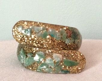 Vtg Glitter Confetti Gold Green Chalcedony Stones Lucite Clamper Bypass Bracelet