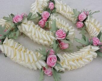 Hawaiian rose ribbon lei