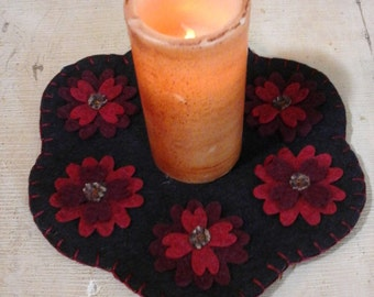 Spring flower candle mat penny rug two tone red on black