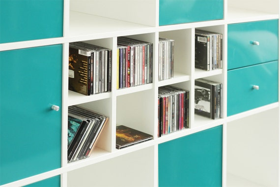 utilisation du cd pour tag re ikea kallax blanc. Black Bedroom Furniture Sets. Home Design Ideas