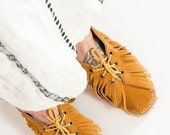 20% OFF / SUMMER SALE / Leather Fringe Folk Moccasins / 70s Lace-up Ankle Boots size 8.5