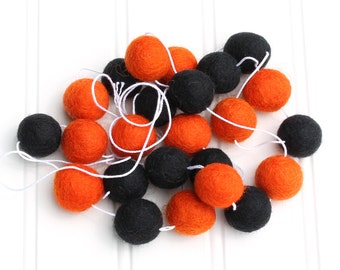 Halloween Felt Ball Garland, Halloween Pom Pom Garland, Bunting Banner, Halloween Party Decor, Orange and Black, Halloween Party Decor