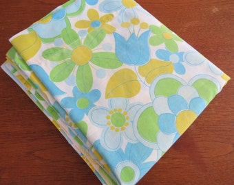 Vintage Sheet - Retro Blue Green Floral - Full or Double Flat Sheet