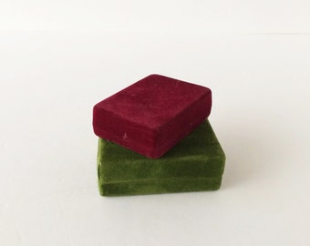 Vintage 1970s Velveteen Jewelry Boxes, Jewelry Presentation Boxes, Brooch or Pendant Gift Boxes Green Burgundy Velveteen