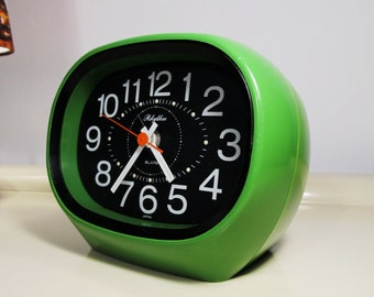 Vintage Alarm Clock Nightstand Clock Space Age Green Retro RHYTHM Made in Japan Mechanical Clock Working Clock Vintage Clock 70s