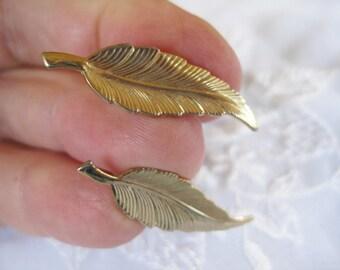 Vintage Goldtone Leaf Screwback earrings Very good