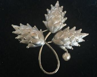 Vintage silvertone brooch