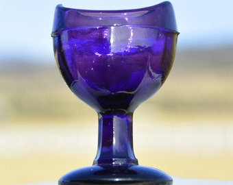 Beautiful PURPLE amethyst Original Antique EYE WASH Cup - British Made - Blown In Mold B.I.M. - 100 years old & beautiful -.