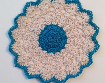 "Daisy Teal and Cream  5"" doily"