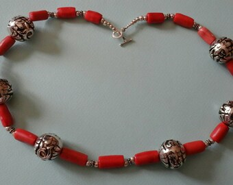 Stunning  long necklace:Coral and silver