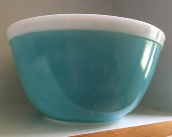 Pyrex Turquoise Americana Bowl