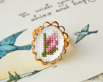 Vintage cross stitch ring / embroidered ring / flower ring / flower cameo / cross stich jewelry / vintage embroidery / embroidery jewelry