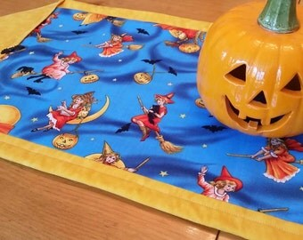 Halloween Table Runner, Vintage  Inspired Witches, Black Cats, Bats, Jack O Lanterns, Pumpkins, Halloween Home Decor,  Table Linens