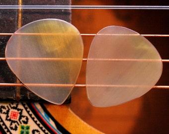 Set of 2 Buffalo Horn Picks - 1mm 351 Standard Shape - Beautiful Feel & Sound - Acoustic Guitar, Mandolin, Ukulele