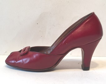 size 5A / 1940s red leather peep-toe heels