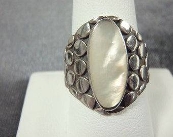 Sterling Silver Mother of Pearl Dotted Ring Sz.9 3/4 R144