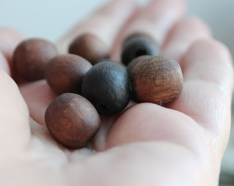 13 mm Wooden textured beads 10 pcs - natural, ECO-FRIENDLY beads - welded in olive oil