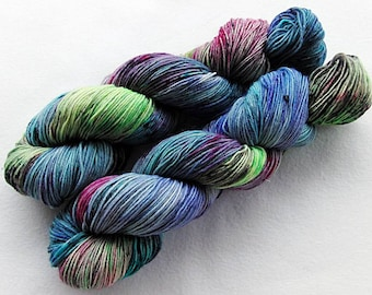 Handpainted Sock Yarn, 75 Wool  superwash, 25 Nylon 100g 3.5 oz.  Nr. 572