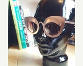 LOVE U SALE Deadstock Gold-tone Cat Eye Metal frame Sun Glasses