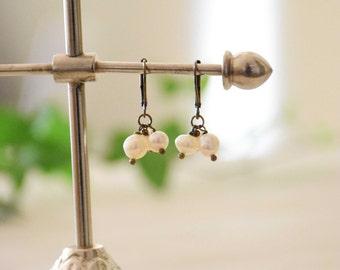 Earrings Honorine short on sleeper brass bronze freshwater pearls
