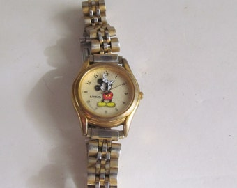 Vintage Mickey Mouse Watch Lorus Mickey Wrist Watch Gold Watch Band Vintage Disney Watch Mickey Mouse Lorus wrist watch Disney Watch