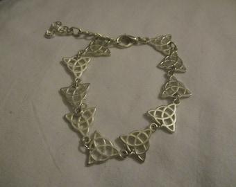 Celtic triquetra bracelet